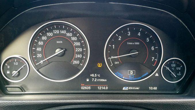 BMW 330e Instrumente