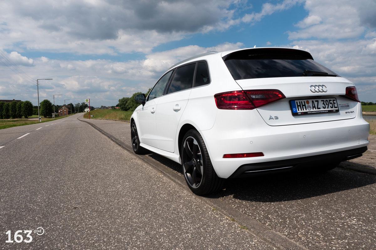 Audi A3 e-tron Test: Reichweite, Aufladen, Ausstattung ...