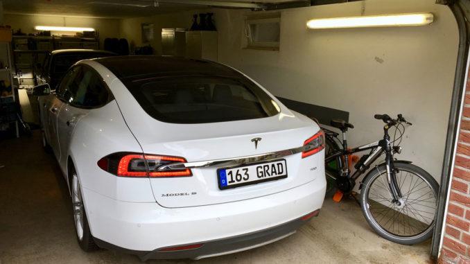 Ein Tesla in der eigenen Garage | Foto: 163 Grad